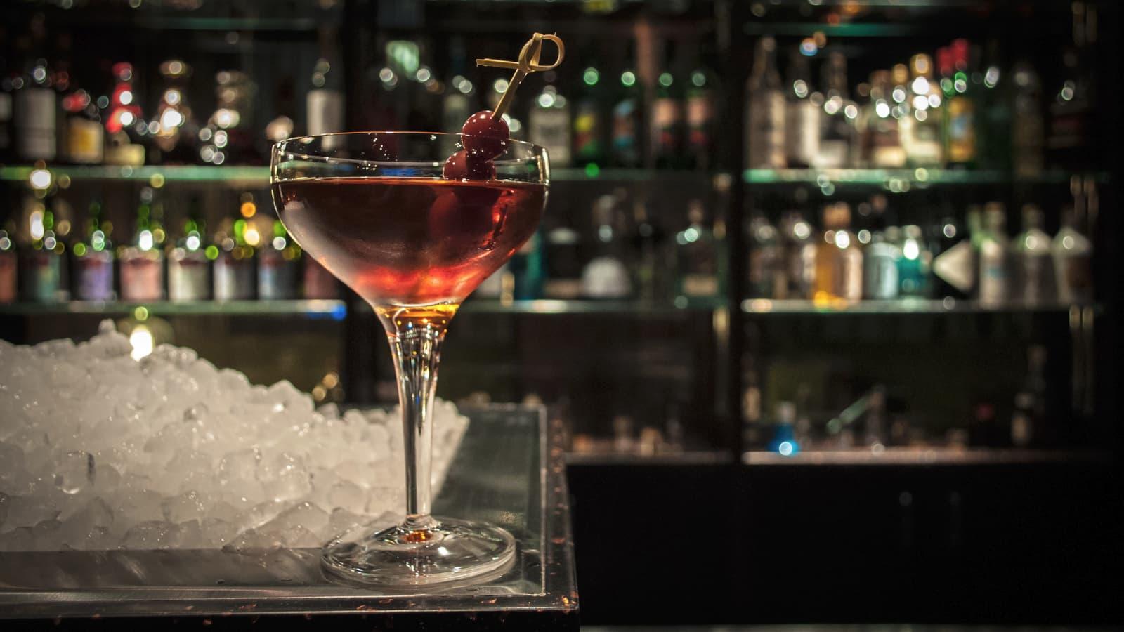 Manhattan Cocktail. Beitragsbild. © Le Lion - Swetlana Holz.