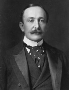August Belmont im Jahr 1904.
