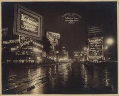 Broadway, nördlich der West 46th Street, Nachtansicht des oberen Teils des Times Square. Herbst 1920.