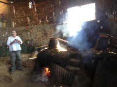 Destillation von Mezcal.