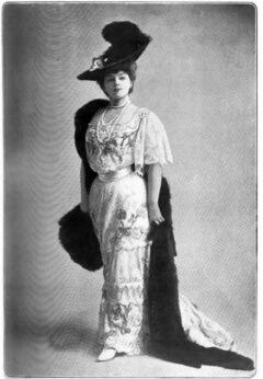 Gabrielle Réjane, um 1906.